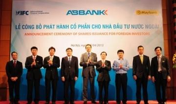 Chính thức nới room sở hữu ngân hàng cho khối ngoại.